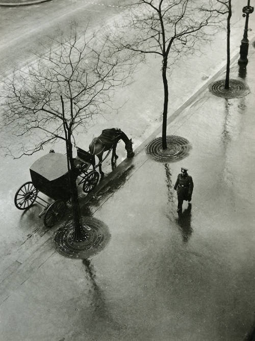 firsttimeuser:  Boulevard Poissoniére, 1943 by Roger Parry