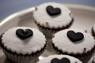 Wedding Cupcakes by Yodels on Flickr.
