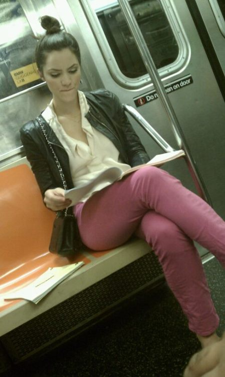 Aight, homes. Katharine McPhee of Smash has apparently been riding the subways as of late. Check it.