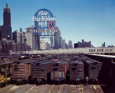 kateoplis:  Jack Delano, Pabst over Chicago, 1943  Cool!