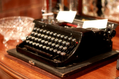 hellotypewriter:  Typewriter (by Loopylou2u)