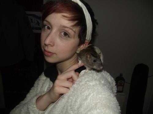 Me and Georgie, 7 month old ratty :) not the best picture of me I must say but he is looking fineeee ;)