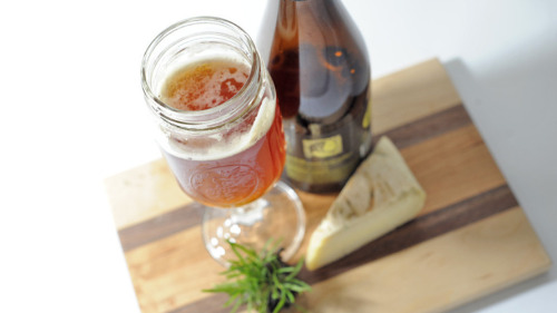 wfplnews:  (via Beer And Cheese Pairings That Taste Great, From Craft Brewer Garrett Oliver : Monkey See : NPR)  http://www.activebeergeek.com/