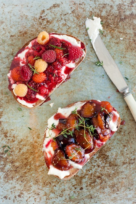 (via To feed the soul… / fruit bruschetta with goat cheese and fresh herbs)