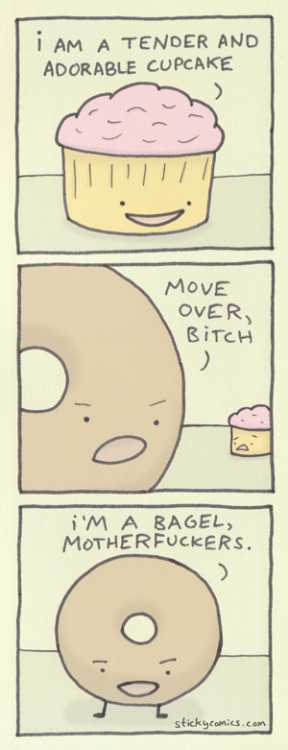bagel »»»»»»> cupcake xiann:  Here's a new sticky comic about an adorable cupcake.  (via adorable cupcake - sticky comics)