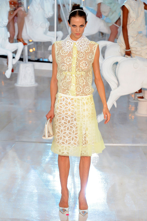 thebeatstylist:  The yellow Louis Vuitton Dress Lana Del Rey wore on her British Vogue cover