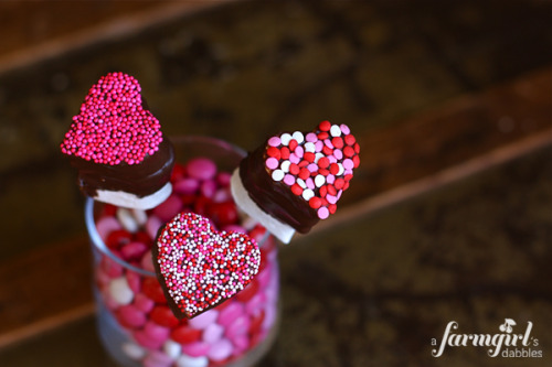 Choc-dipped-valentine-marshmellows
