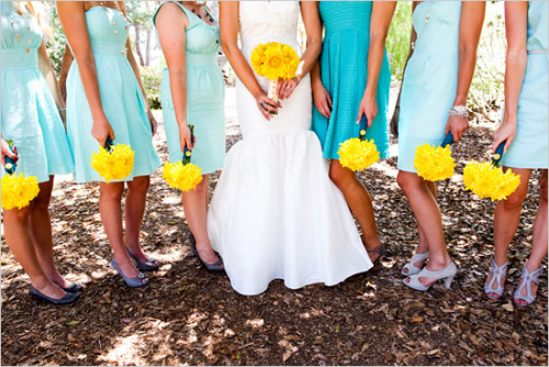 ido-weddings:  (via Wedding Chicks Wedding Blog - Custom Wedding Totes, Tanks & Totes - Wedding Photographers & Vendors - Wedding Inspiration - Real Weddings)