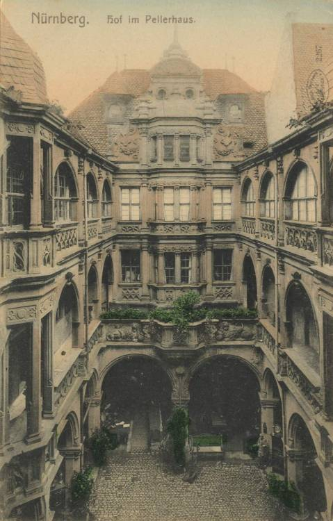 archimaps:  Inside the courtyard of the Pellerhaus, Nürnberg