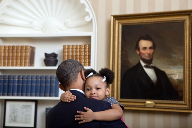 julyshewillfly:  President Barack Obama holds Arianna Holmes, 3, before taking a departure photo with members of her family in the Oval Office, Feb. 1, 2012. Arianna's mother, Angela Holmes, is a departing Special Assistant in the International Economic Affairs office of the National Security Staff.