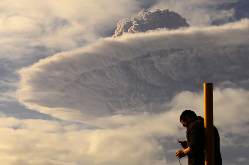 "inlovewithgeosciences:  ""A tourist at a town in southern Chile watches the cloud of ash billowing from Puyehue volcano on June 5, 2011."" Credit: Victor Rojas/XinHua/Corbis"