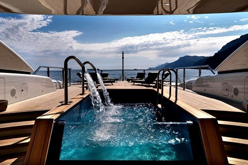 johnny-escobar:  Top deck of yacht