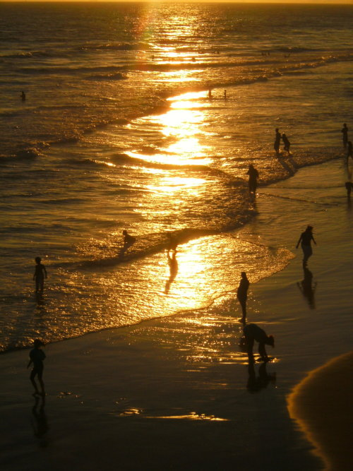 neodly:  Day is winding down at Huntington Beach, Ca. Photo by Neodly