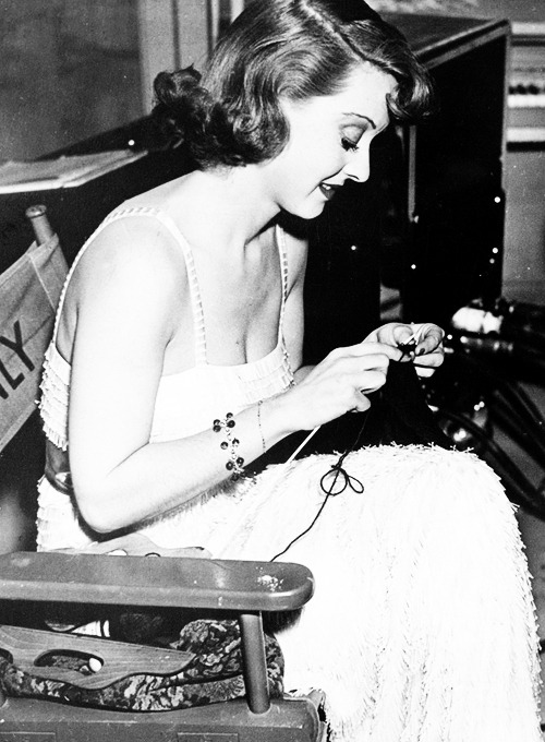 thebettedavis:  Bette Davis knitting on set, 1937.