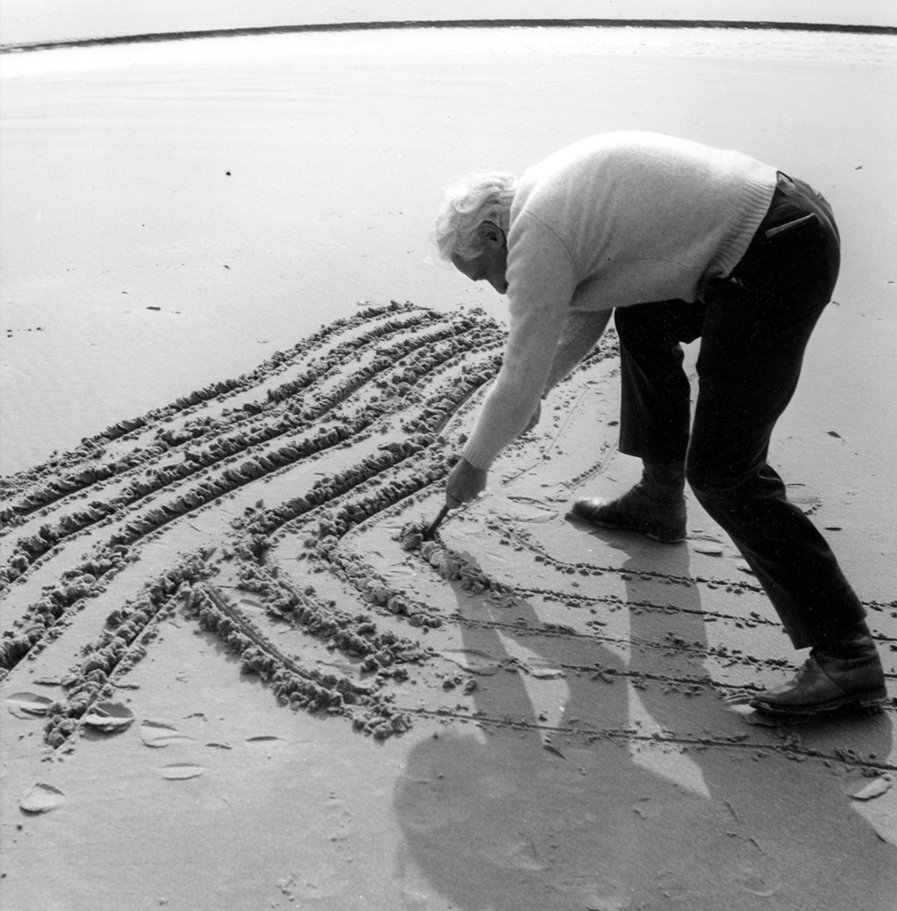 chagalov:  Raoul Ubac, le tracé sur la plage, 1971 -by Clovis Prévost Ref.: Pol Bury and Raoul Ubac created fugitive works filmed by Clovis Prévost in the 1970s. This photo is part of an exhibition: Métamorphoses et regards, photos by Clovis Prévost at the Galerie Maeght (Paris) - until March 17. The Press Communiqué is very informative about the work of Clovis Prévost [pdf] from lalettre
