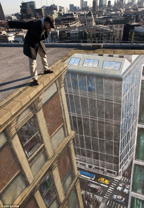 stuntoftheday:  Pavement artist Joe Hill was commissioned to draw this chalk scene to celebrate the release of Hollywood film Man On A Ledge which is in cinemas this week. Source: Mail Online