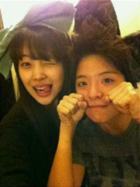 "f(x)'s Sulli & Amber Say ""Bboing Bboing"" for The Camera  The groupmates of the original ""Bboing Bboing~"" girl have decided to show some aegyo of their own! On February 3rd, f(x)'s Amber revealed a selca she took with Sulli through her me2day account. She wrote, ""Kekeke I'm Amberrrr~ Also, [here's] Sulli. Having a ribbon party with Sulli in Taiwan keke~ Fail..^^;;"" Both girls sport extra large ribbons on their heads while looking into the camera with cutesy expressions. Fans were particularly drawn to Amber's 'Bboing Bboing'pose, which was made popular through 'High Kick 3' by fellow member Krystal. Netizens laughed as they commented, ""I love seeing Amber do aegyo!, and ""What fail? You looking cute? Bboing Bboing~"""