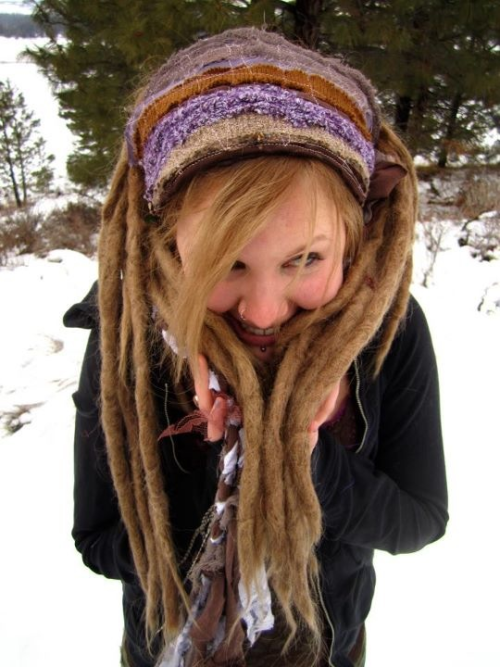 I wish I could dread my WHOLE head and have my dreads look like this :/