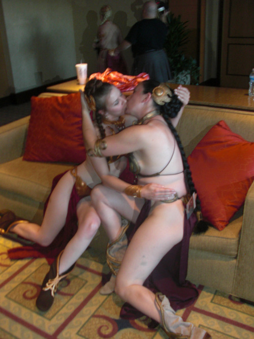 starwarsgonewild:  Slave Leia Self-Kiss By Master Magnius