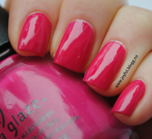 China glaze - Fuschia fanatic