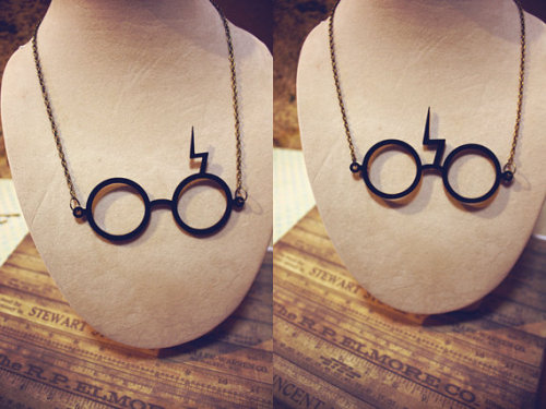 // Harry Potter Glasses with Scar necklace by SixAstray on etsy // I LOVE these!