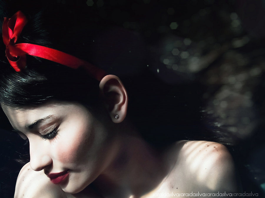 "fairytalemood:  ""Snow White"" by Saricientta"