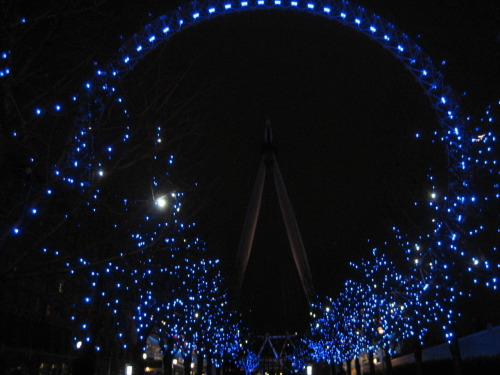 Courtyard infront of the London Eye..truly beautiful :D