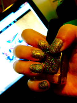 I do. I really do. bhtw:  So I may have a thing for glitter…