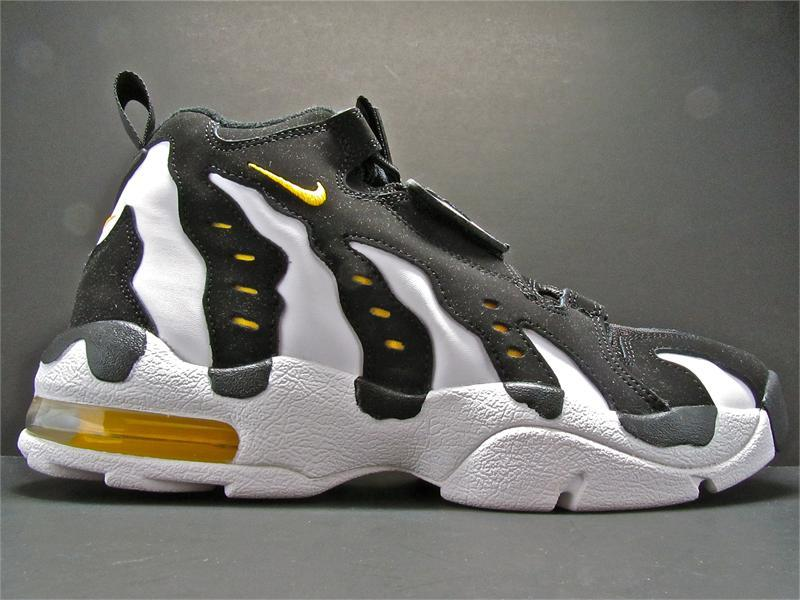 Back in the day….. Nike air D.T. max 1996 porté par Deion Sanders, joueur de Foot US.
