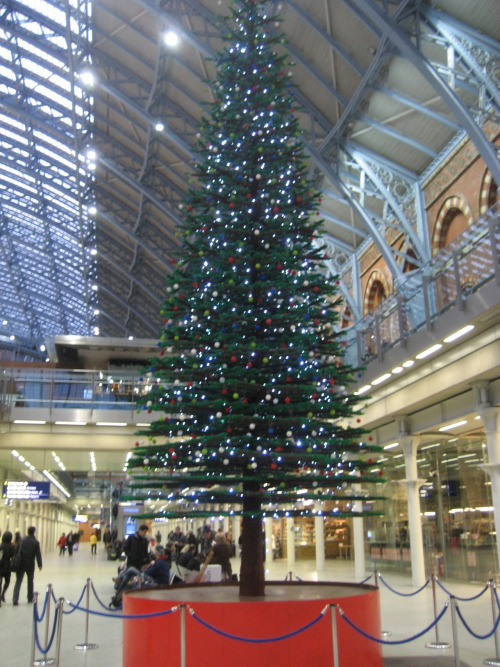 Lego tree, St. Pancras Station
