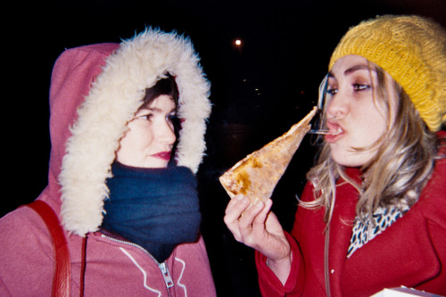 Drew and Anna eating pizza