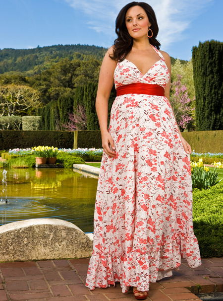 Here is another maxi-dress that should be in every plus-sized woman's closet. <3