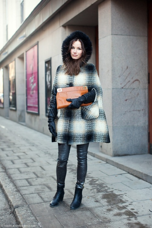 districtofchic:  (via Stockholm Street Style)  seriously awesome cape