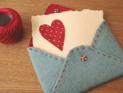 Sew Crafty Valentine - Felt Envelope Would you like to make a cute little love letter for your loved one? Click here for tutorial!