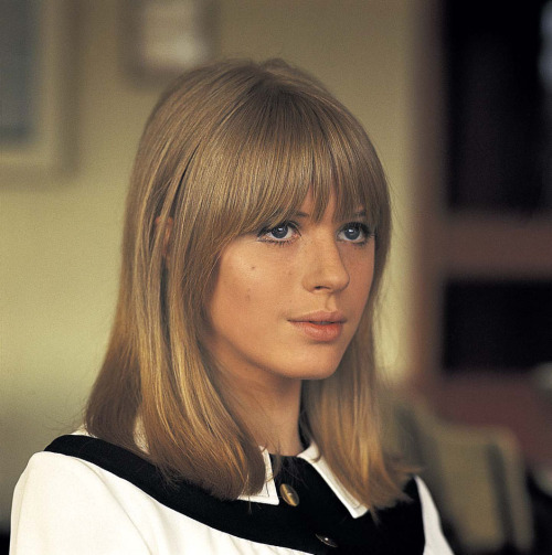 ashtraydude:  Marianne Faithfull  ugh bang envy to the max.