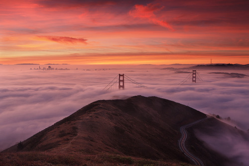 Stunning photography 10 Minutes Later The Golden Gate Bridge in clouds. Photography by Alan Chan. More photography inspiration. posted by W.A.T.C.Facebook // Twitter // Google+ // Pinterest