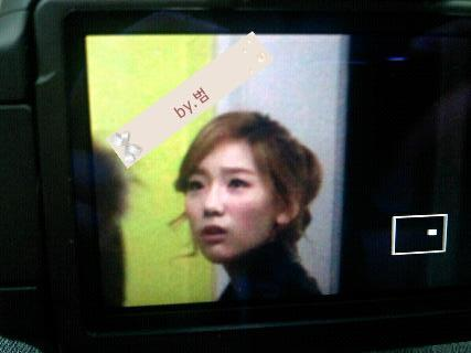 pinkbloodedsone:  Taeng watched the competition alone at the warm 2nd floor since she was sick.