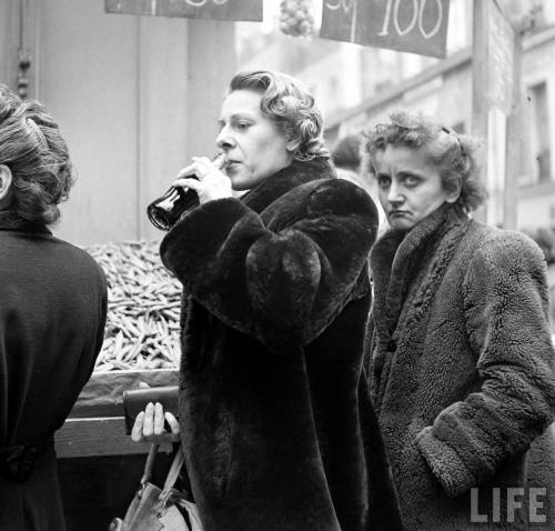 Coca Cola comes to France, April 4th, 1950.