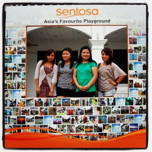 at Sentosa, Singapore with Mom, Lei and Liezl.. #singapore #sentosa #family #travel  (Taken with instagram)