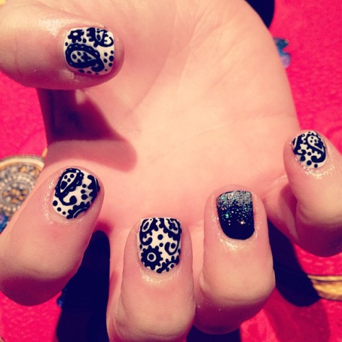 diynails:  Sarah got a wee monochrome paisley set ❤ (Taken with instagram)