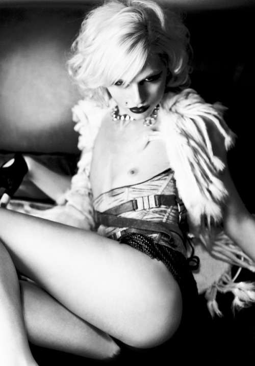 andrejpejicpage:  Andrej Pejic by Damon Baker. Photo from @damonbaker