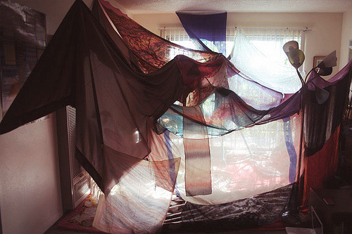 parisheroinstars:  WHO WANTS TO MAKE A FORT OMG.