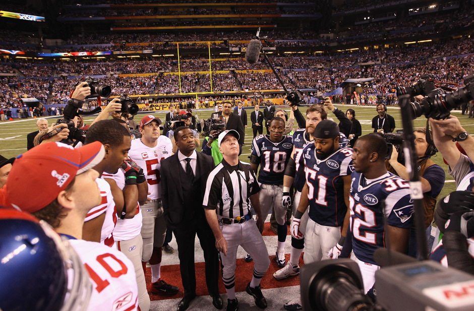 nationalpostsports:  Here's our photo gallery from the Super Bowl so far. Captains from The New York Giants and the New England Patriots look on as referee John Parry looks up at the coin toss. New England won the toss. Photo: Ezra Shaw/Getty Images