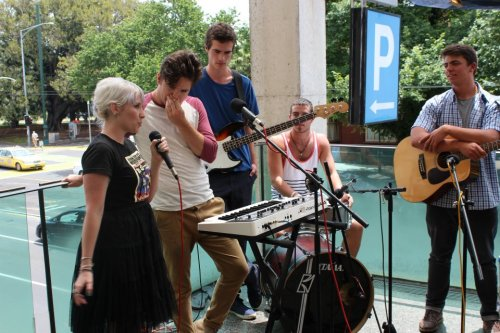 interview The McQueens for the Balcony TV St Kilda Fest special.