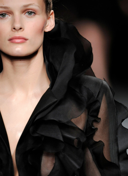 Details: Valentino, Haute Couture Fall/Winter 2009.