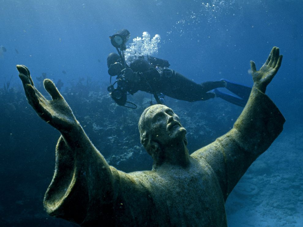 beingblog:  Christ of the Abyss, FloridaPhoto: Bates Littlehales (via nationalgeographicdaily)