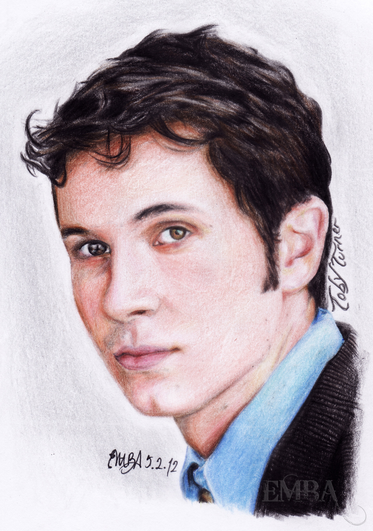 TOBUSCUS ADVANCE BIRTHDAY GIFT! @TobyTurner Finally made a proper drawing of Toby Turner(after drawing him last year on a smartphone, link - http://bit.ly/xbcfLV )February 2012Sooo yep, because Toby's awesome I drew him in color pencils for his birthday!I decided to post this in advance before he gets even more flooded with tweets and messages and whatnots on his birthday next month ._. Hoping so much for Toby to see it!Could anybody please Tweet this to him or something? Much love! <3