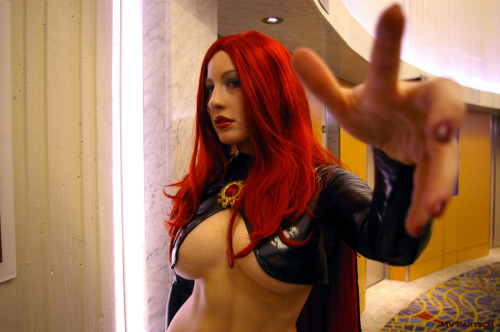 americancomicon:  Madelyne: screaminghotsexylove. Dragon*Con. Atlanta. 2011. Marriott Marquis. Atrium Level Elevators. The Goblin Queen Portrayed by Belle Chere: Internationally Renowned Cosplay Model & Artist. ~  Boobs *_*