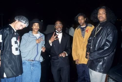itsexpress:  Tupac with Bone Thugs n Harmony