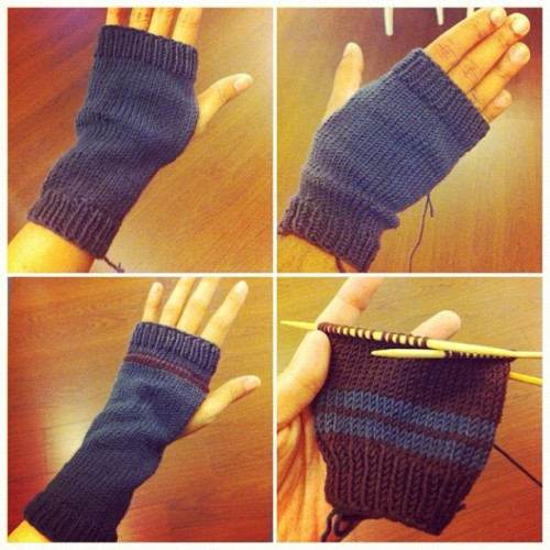 Wrist warmer #knitting (Taken with instagram)